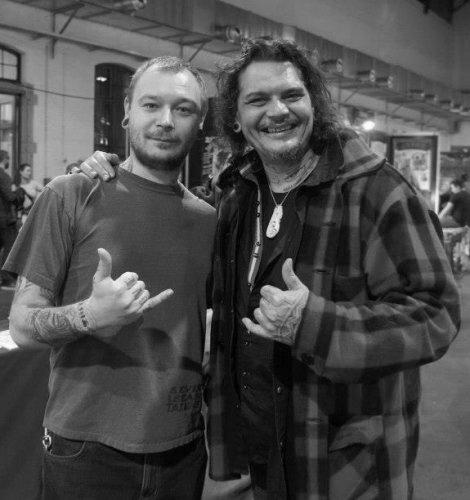 Dmitry Babakhin en Guest chez Pooino Yrondi - tatoueurs polynesiens